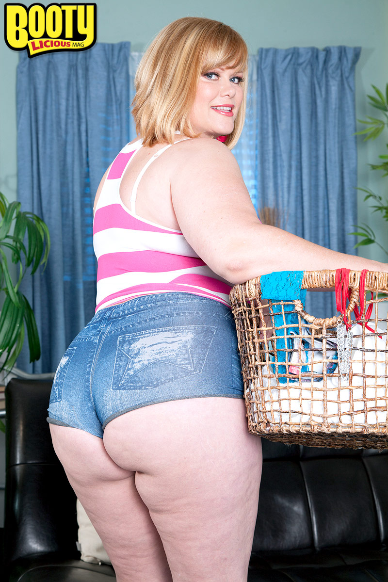 big girl marcy diamond dropping her shorts to flaunt her large bbw