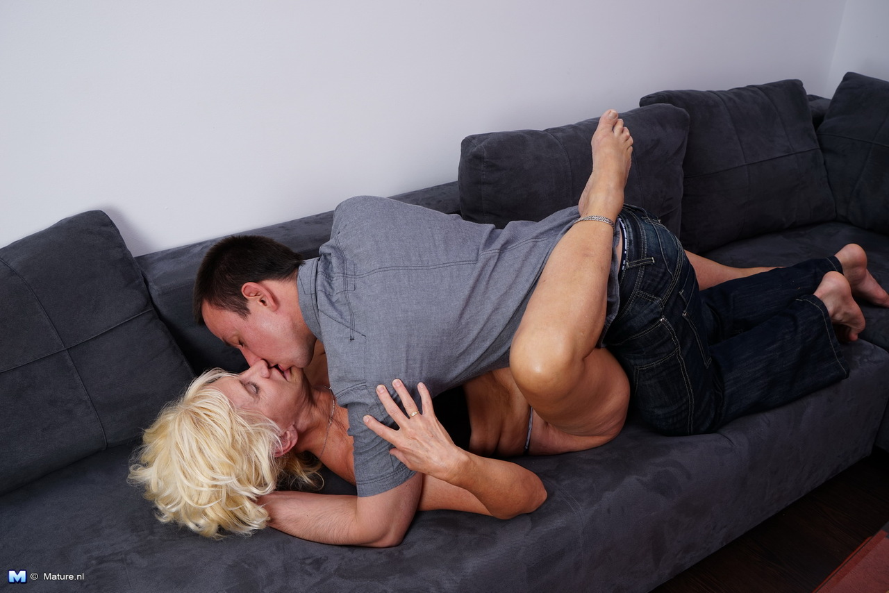 Sexy fingering girl to girl pic