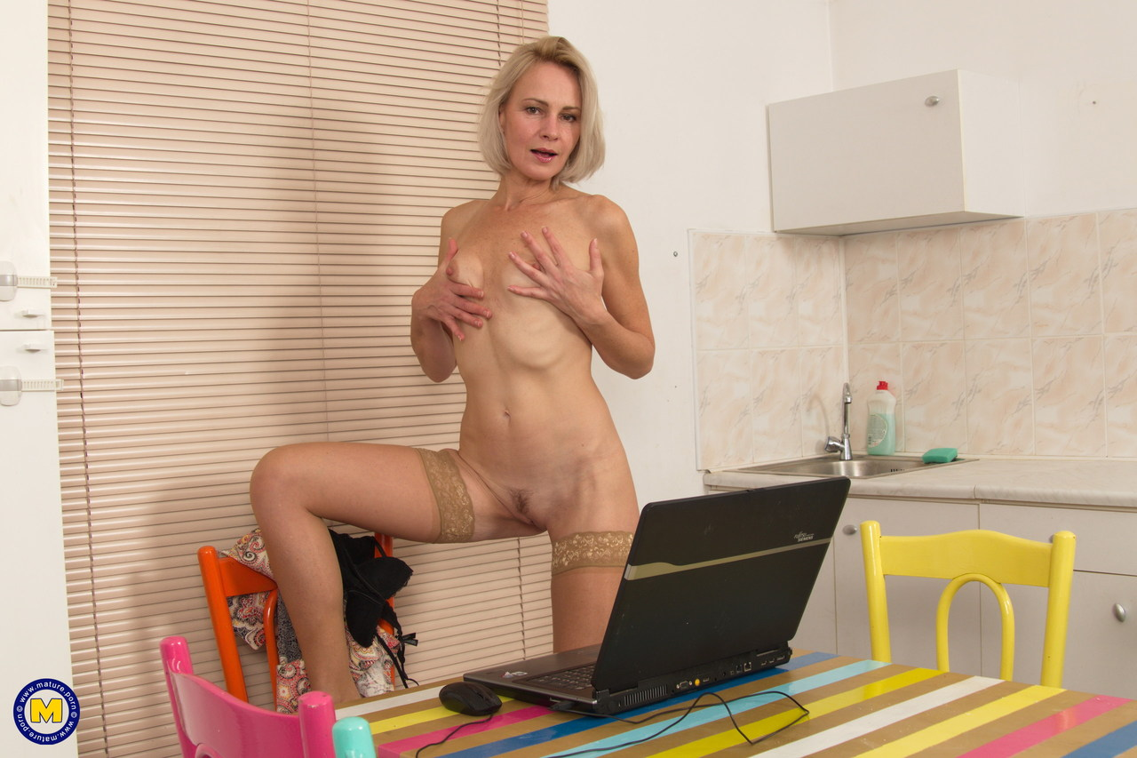 Sexy mature woman strips off in the den for some toy boy hard cock fun