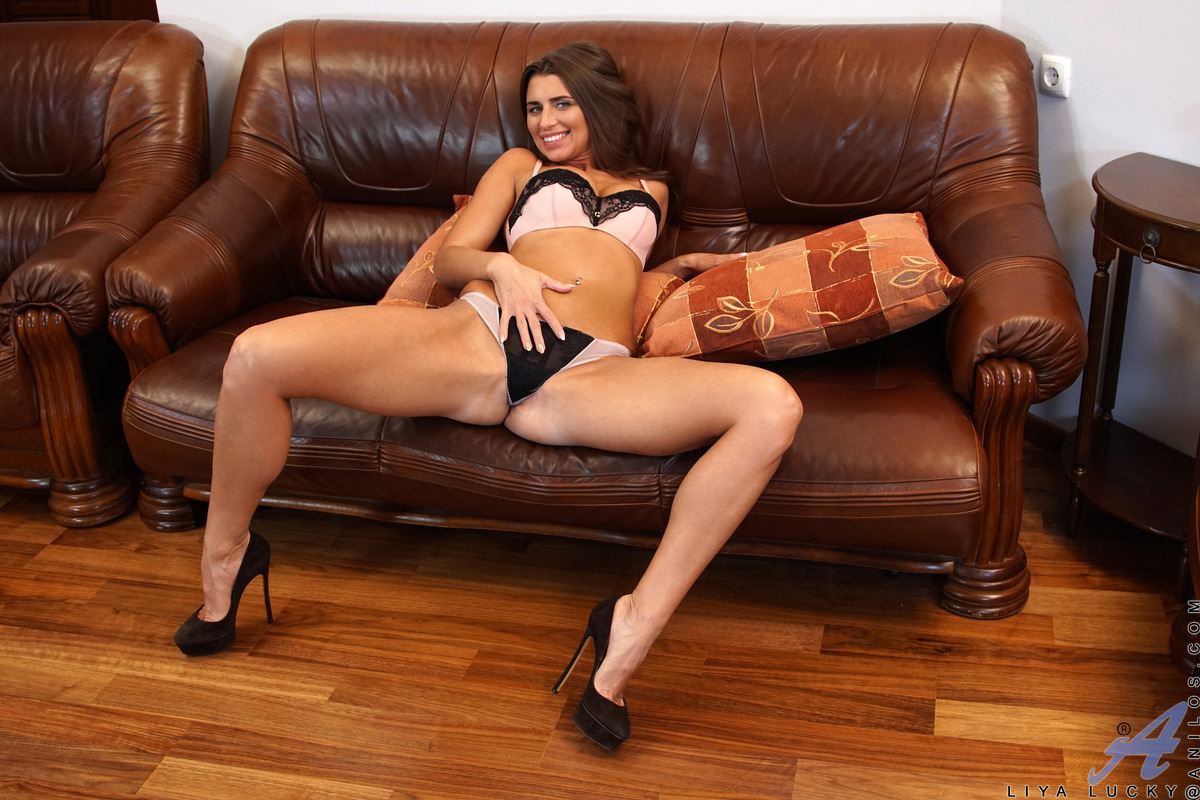 image Horny mature gets lucky at the ball court with a muscular yo
