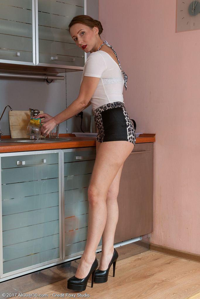 Hot naked housewife