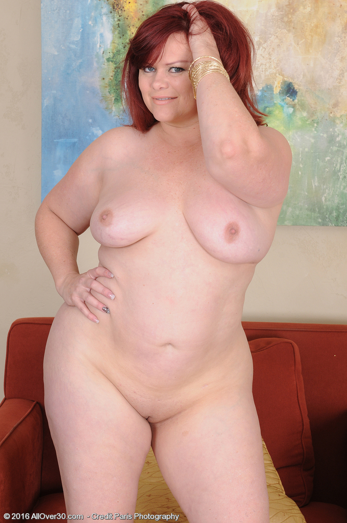 Pretty fatty mature Marcy Diamond boldly strips to display spread bald beaver