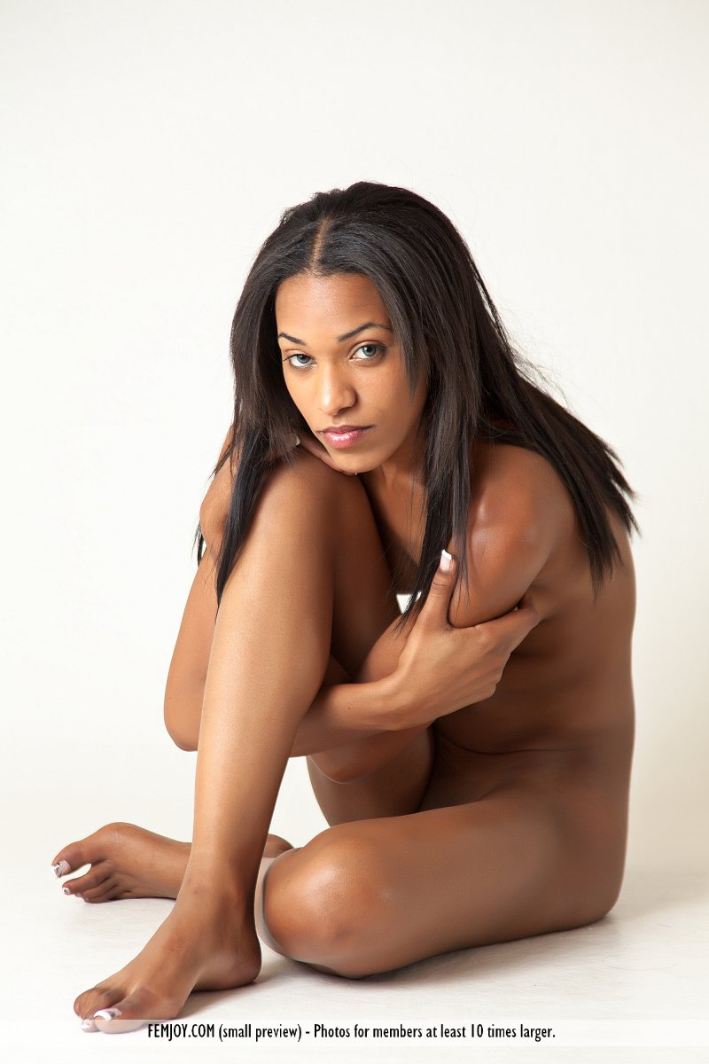 Ebony girl Nicky K drops her panties  presents her oiled booty close up