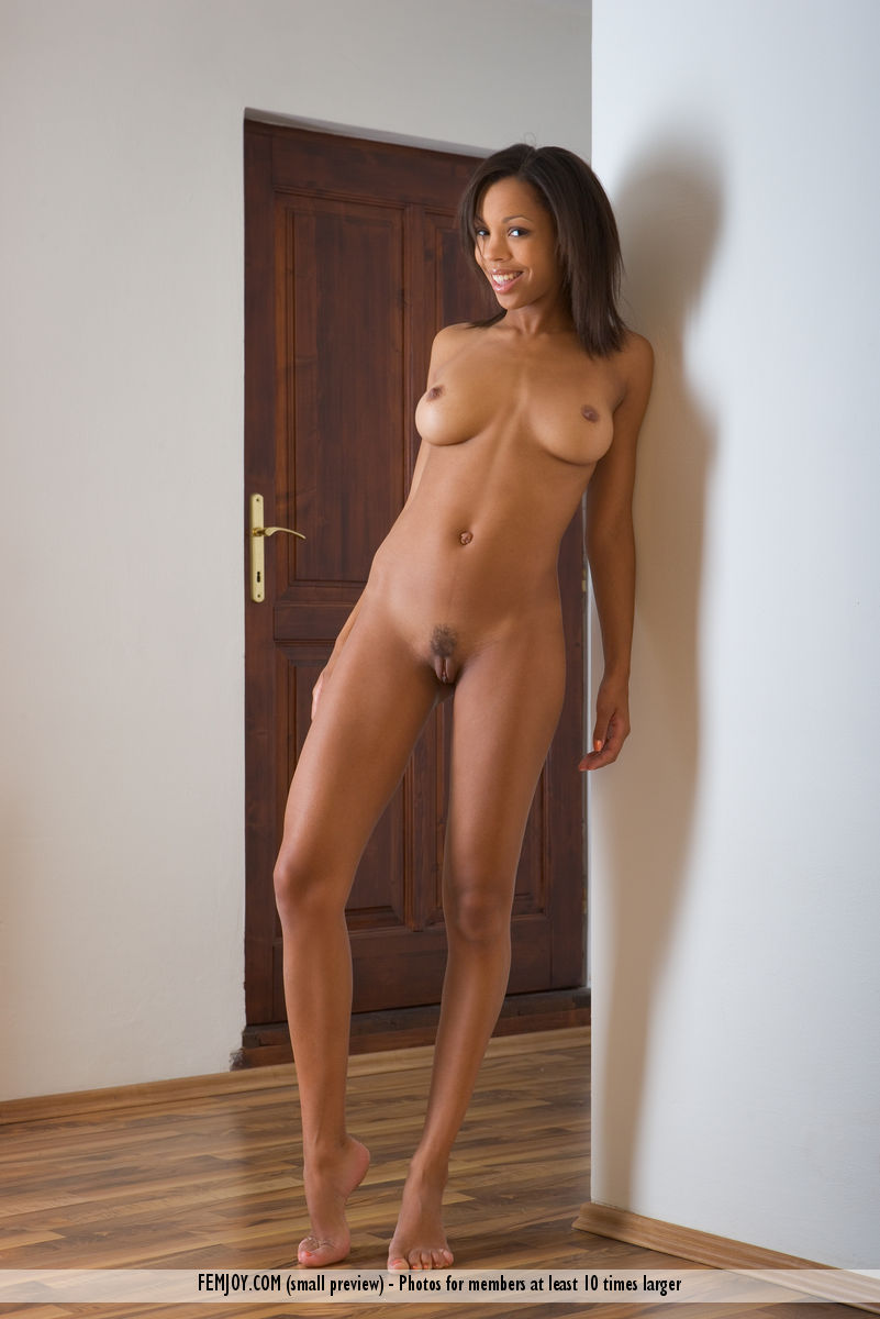 Attractive Exotic Ebony Maci Bends Naked Poses On Her Knees To Show Hot