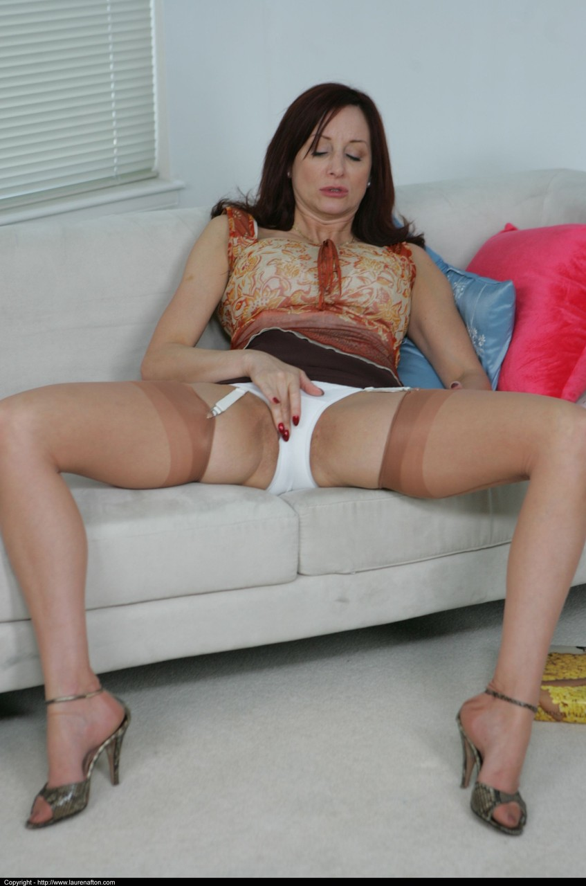 GRANNY MATURE NYLON