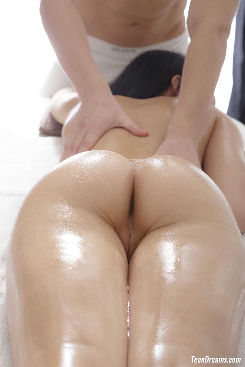 Horny babe oily ass spread can defined?
