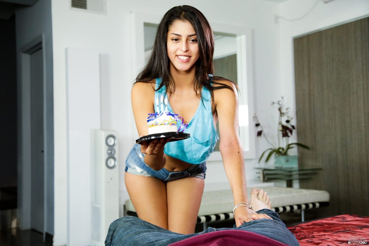 ... Beautiful teen Sophia Leone drops her shorts to give POV blowjob & get  creamed ...