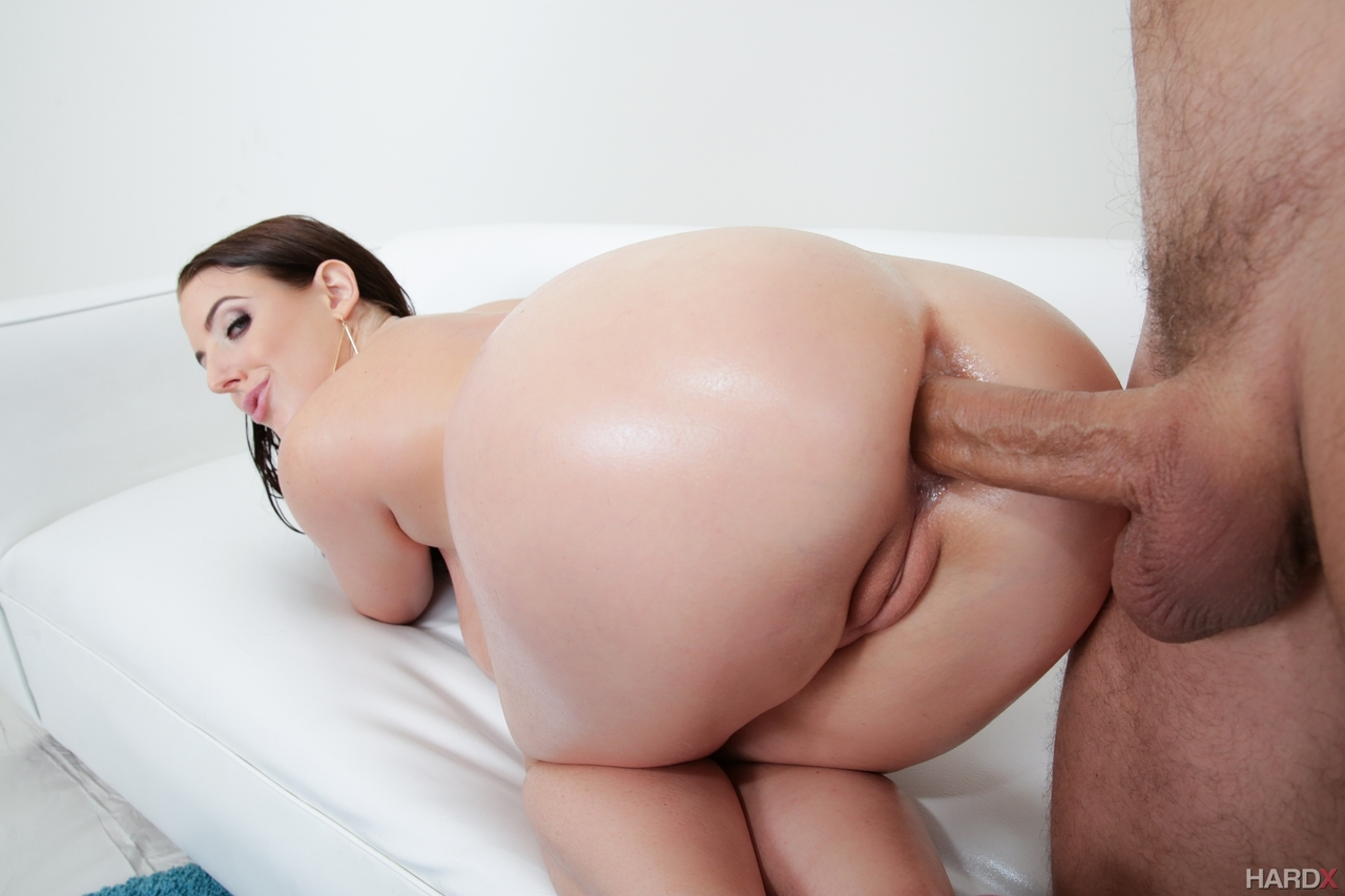 Angela White Gets Her Asshole Stretched