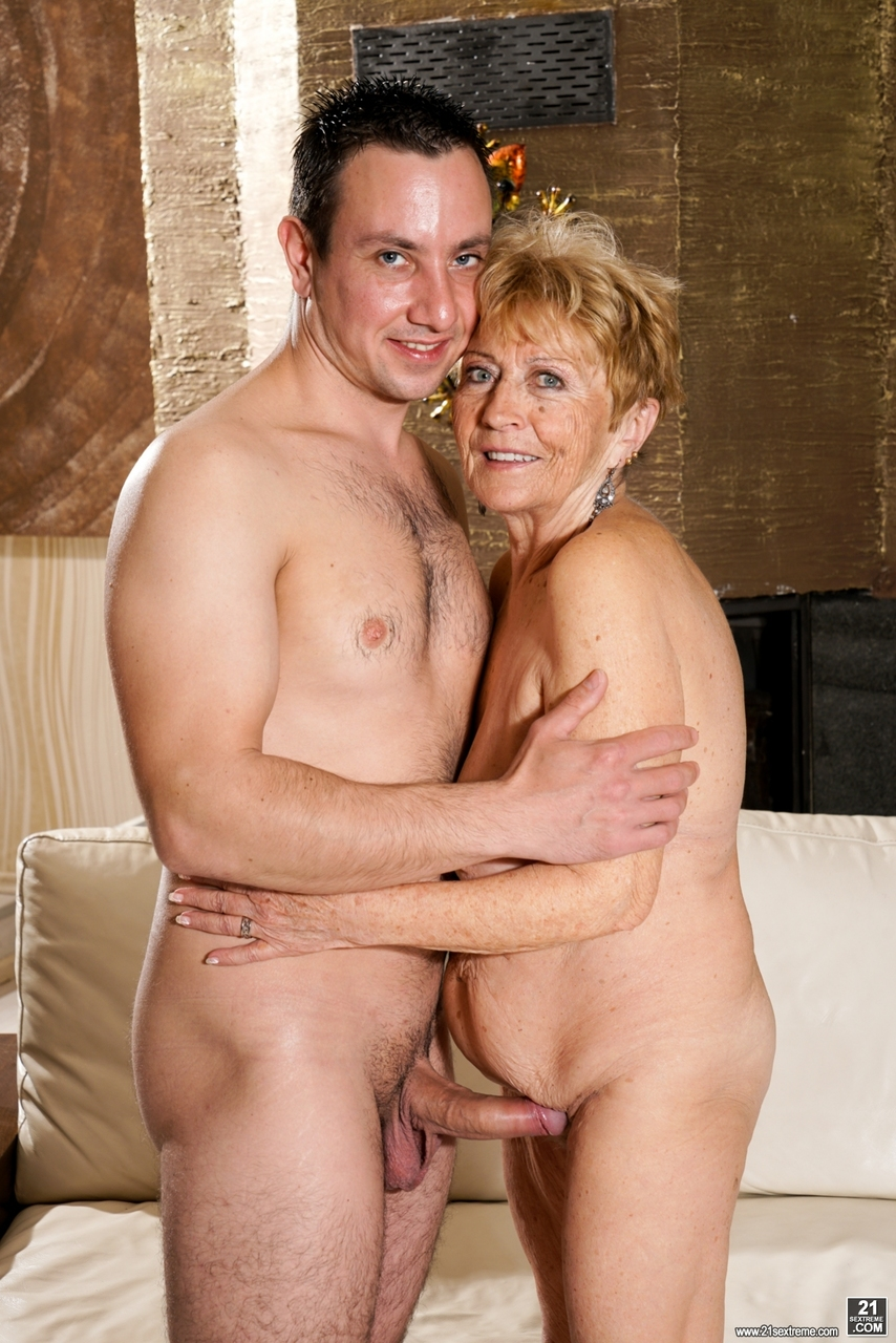 Naked pictures of real horny naked grannies