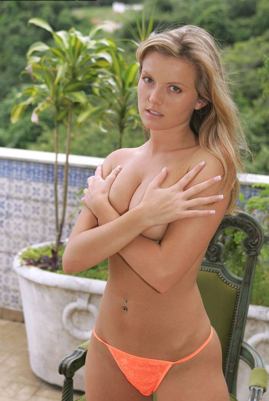 Czech first timer shows off her naked body out of the patio