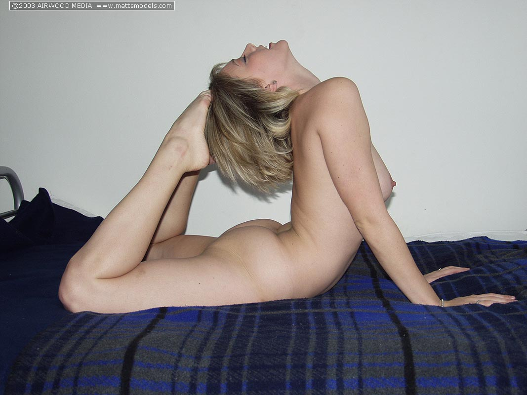 Flexible blonde Kyra shows her dampening pussy while modeling in the nude