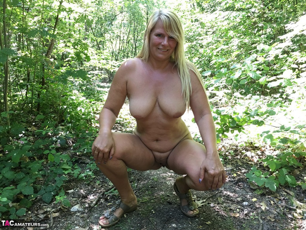 free sexy nude ladys outdoor