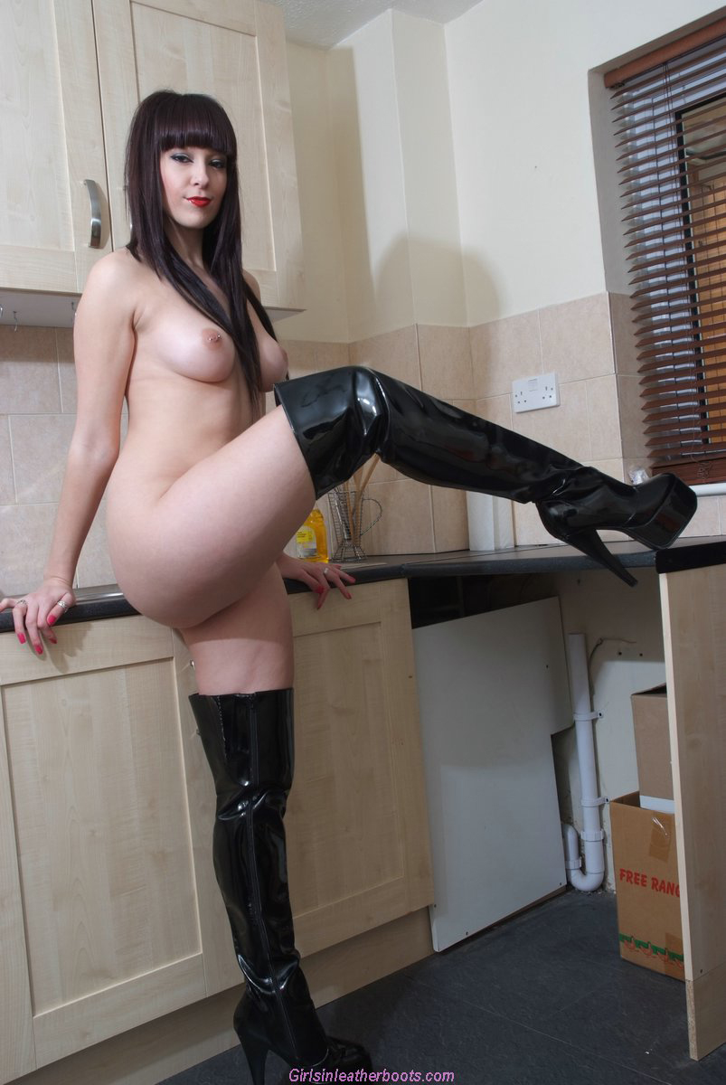 Naked women in latex boots pics