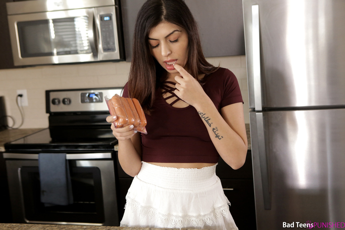 Stepmom Catches Stepdaughter Toying With Food Gets Stepdad