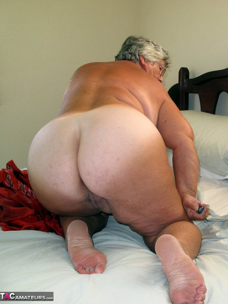 Can help old grandma nude