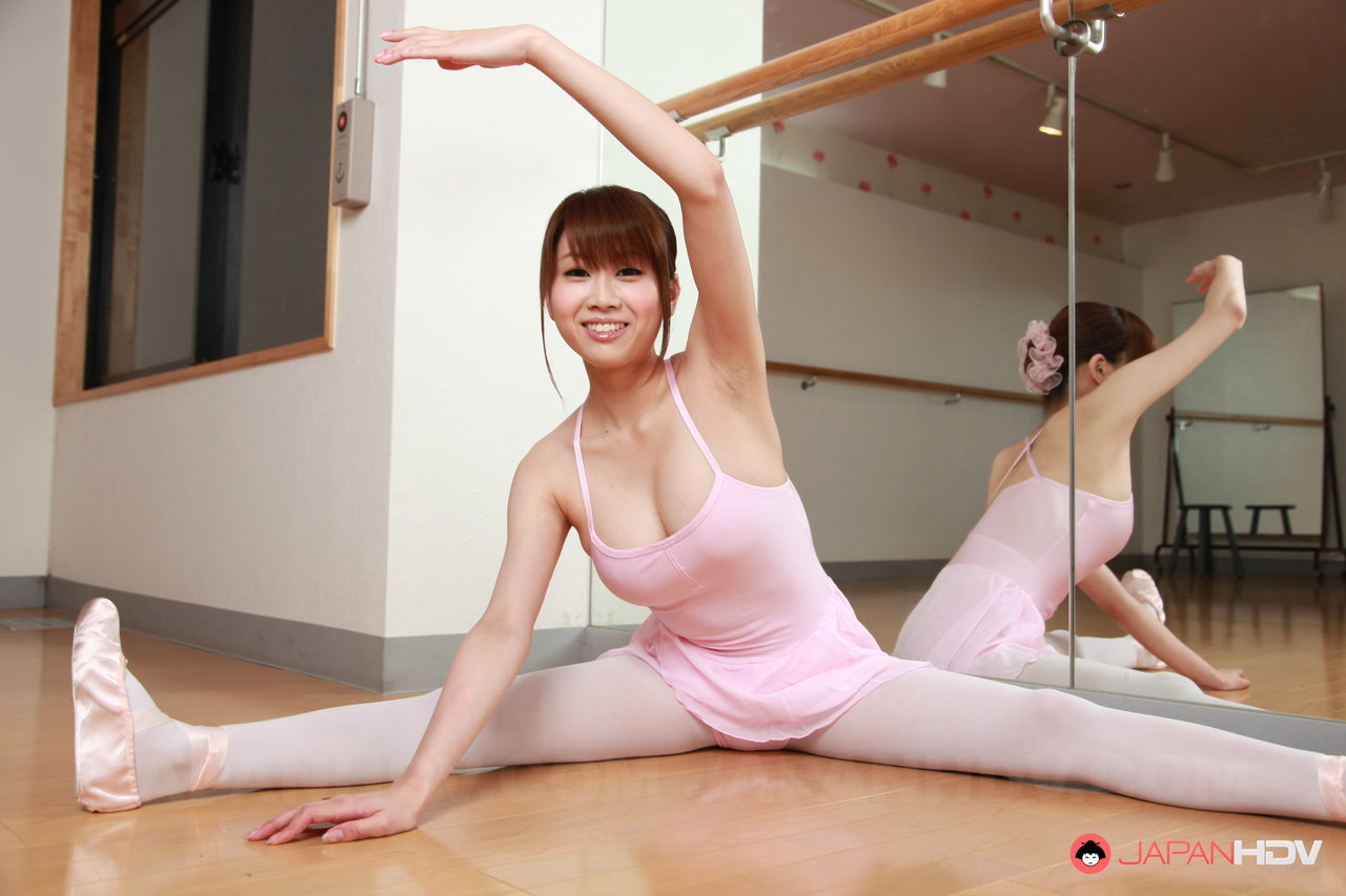 first chinese dancer nude