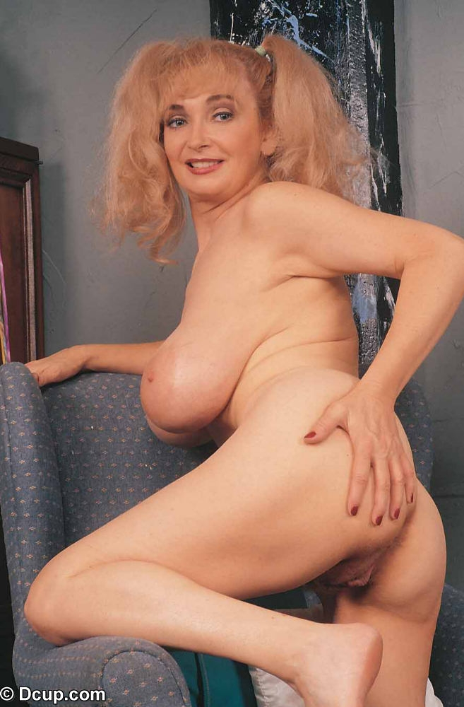 Small perky giel nude