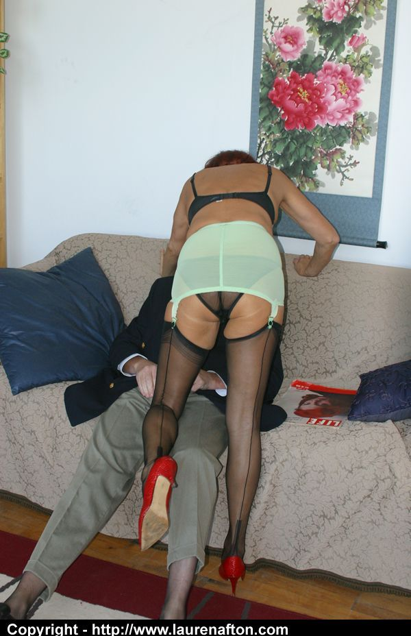 Crossdresser In Nylons