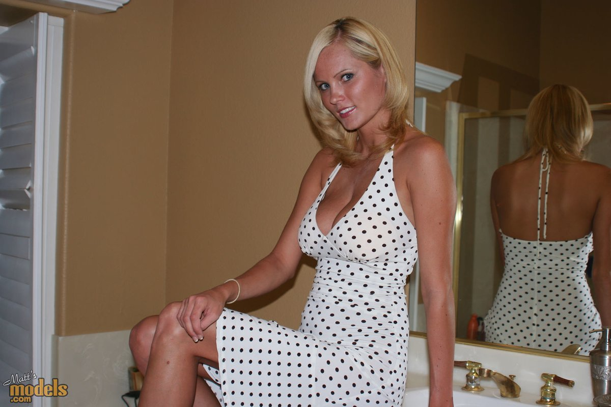 Natural blonde Hanna bares her great tits as she makes her nude modeling debut