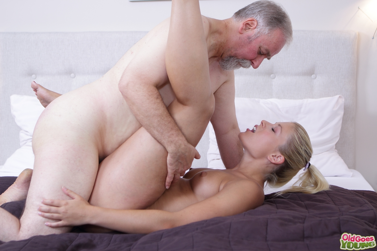 My uncle fucked me with my mom's permission first sex experience