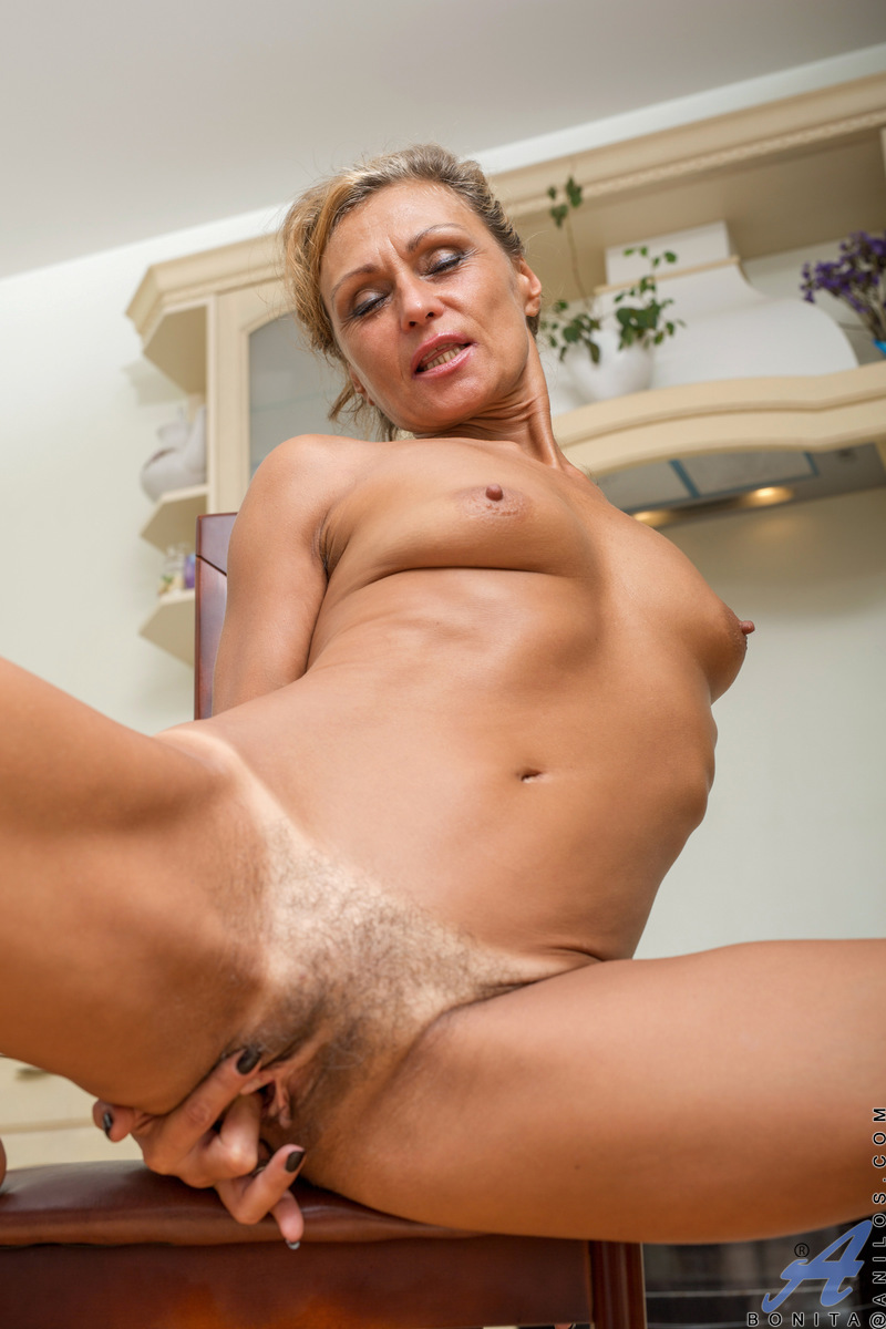 Housewives nude older