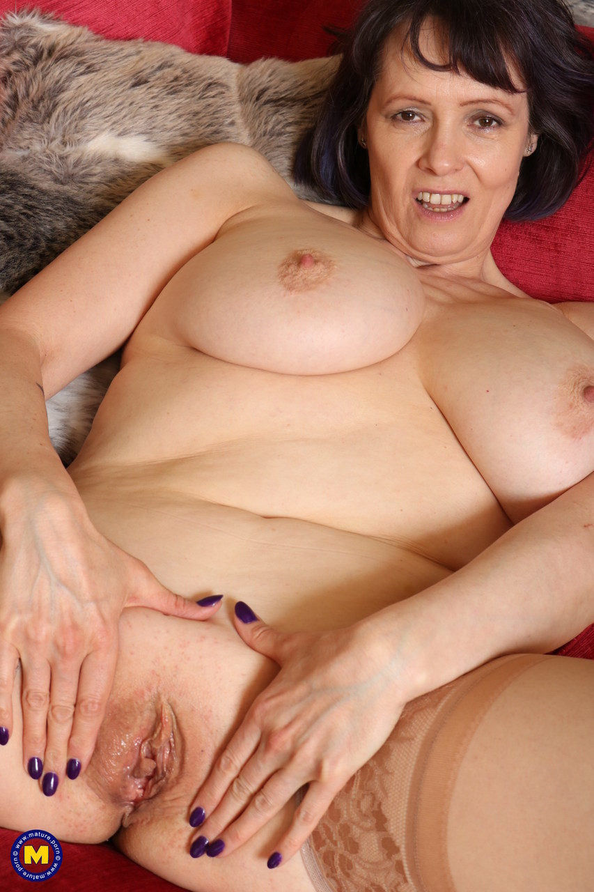 Mature housewife uncovers her nice tits before showing her shaved pussy