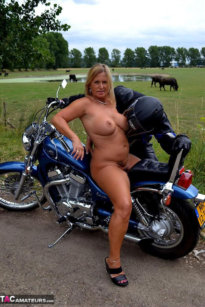 motorcycle girls racers sexy boobs naked