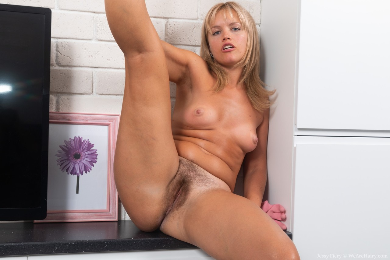 Amateur chick Jessy Fiery tugs on her pubic hairs to stretch out her vagina