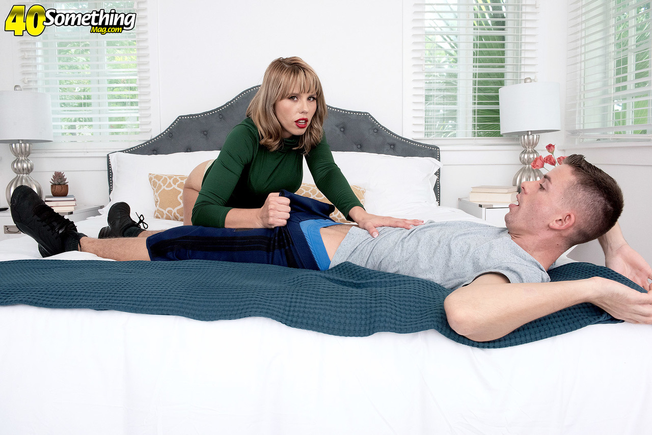 Middle aged woman Amber Chase blows a younger guy after seducing him