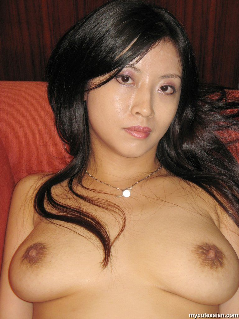 Actress Porn Amateur Natural Tits asian solo girl shows her big natural tits and landing strip