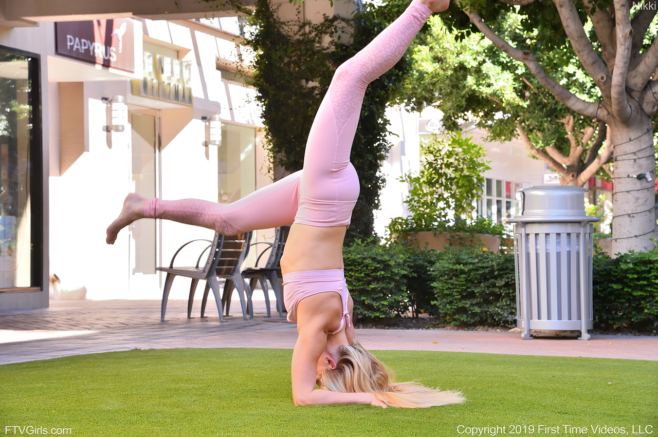 Young blonde Nikki gets naked after demonstrating her flexibility on lawn
