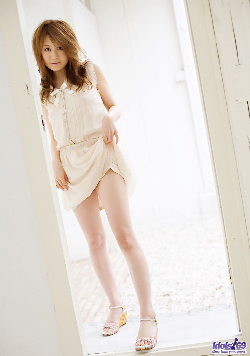 Young Japanese girl Airin delights in displaying upskirt underwear