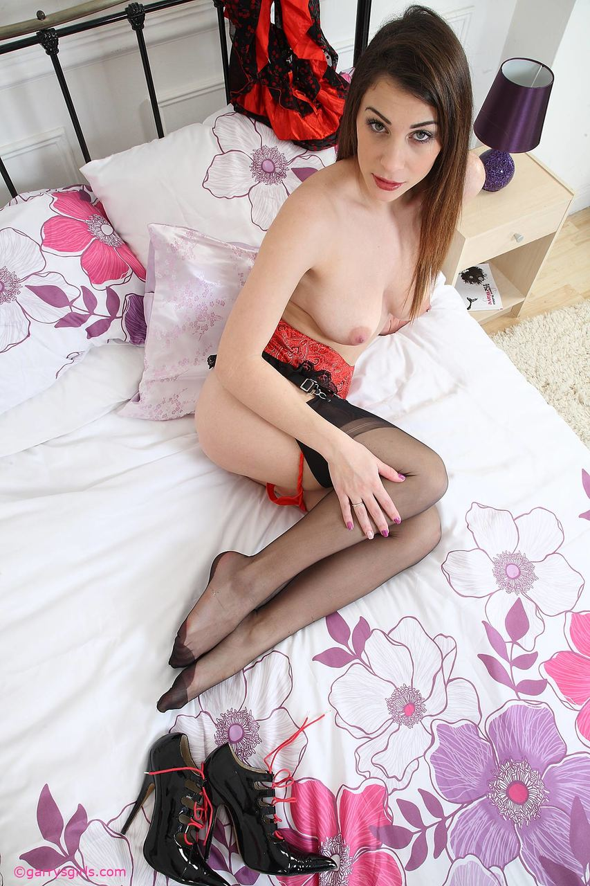 Amateur model Roxy spread her legs and pink twat before finger fucking