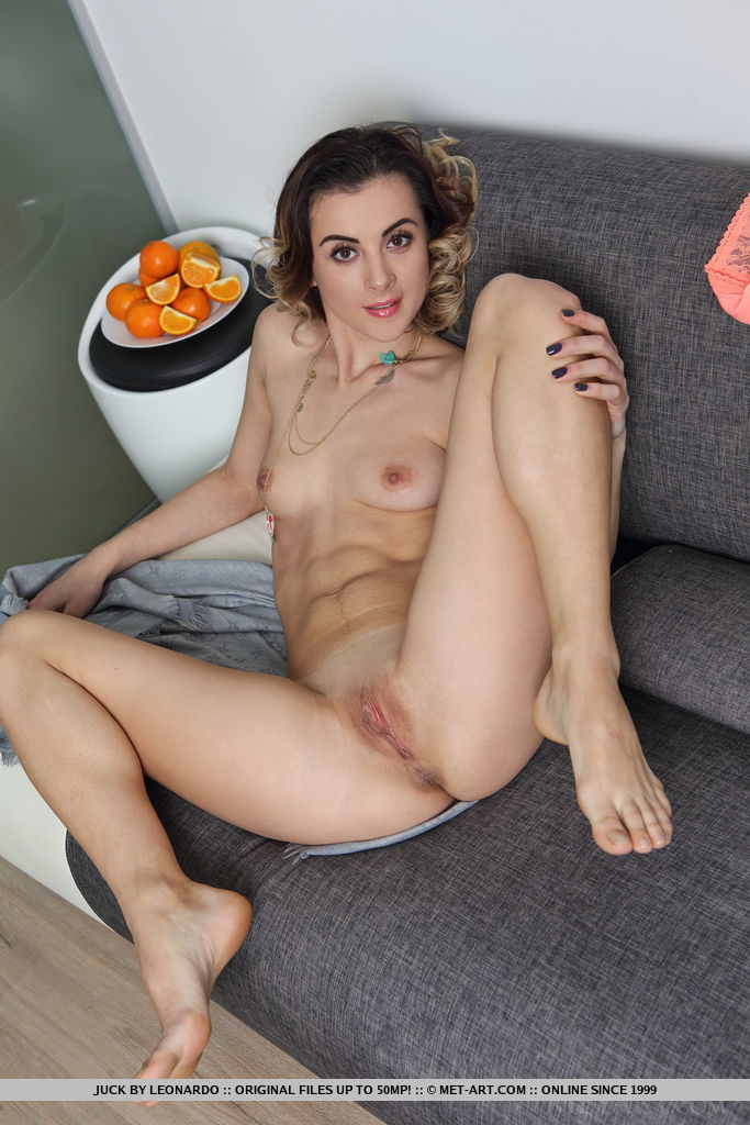 Teen solo girl Juck shows her bald twat and tight butt after getting naked