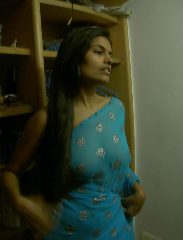 Desi housewife Aprita lets her brassiere slip while posing non nude