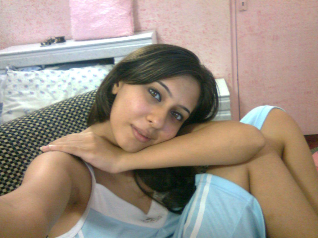 Sexy Indian chick uncups saggy tits while getting naked during self shots