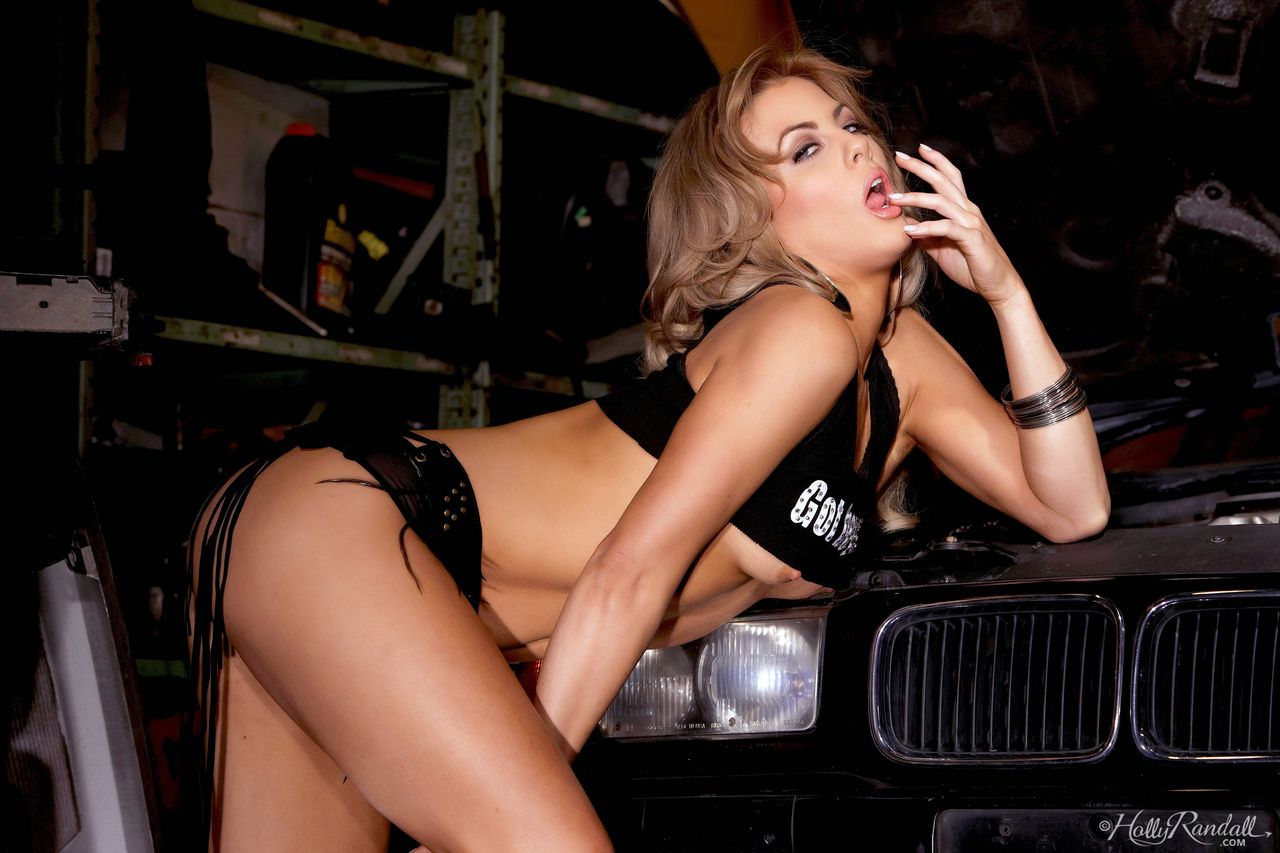 Solo girl Mia Presley fingers her pussy on car frame with the hood open