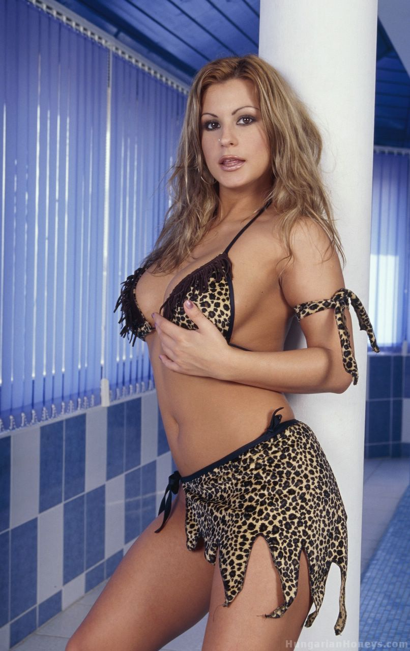 HQ Porno website pictures tits and bikinis and hungarian