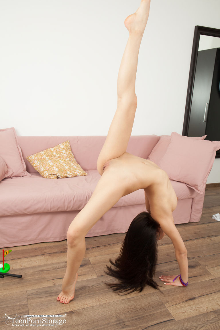Young brunette shows off her naked beauty and flexibility during solo action