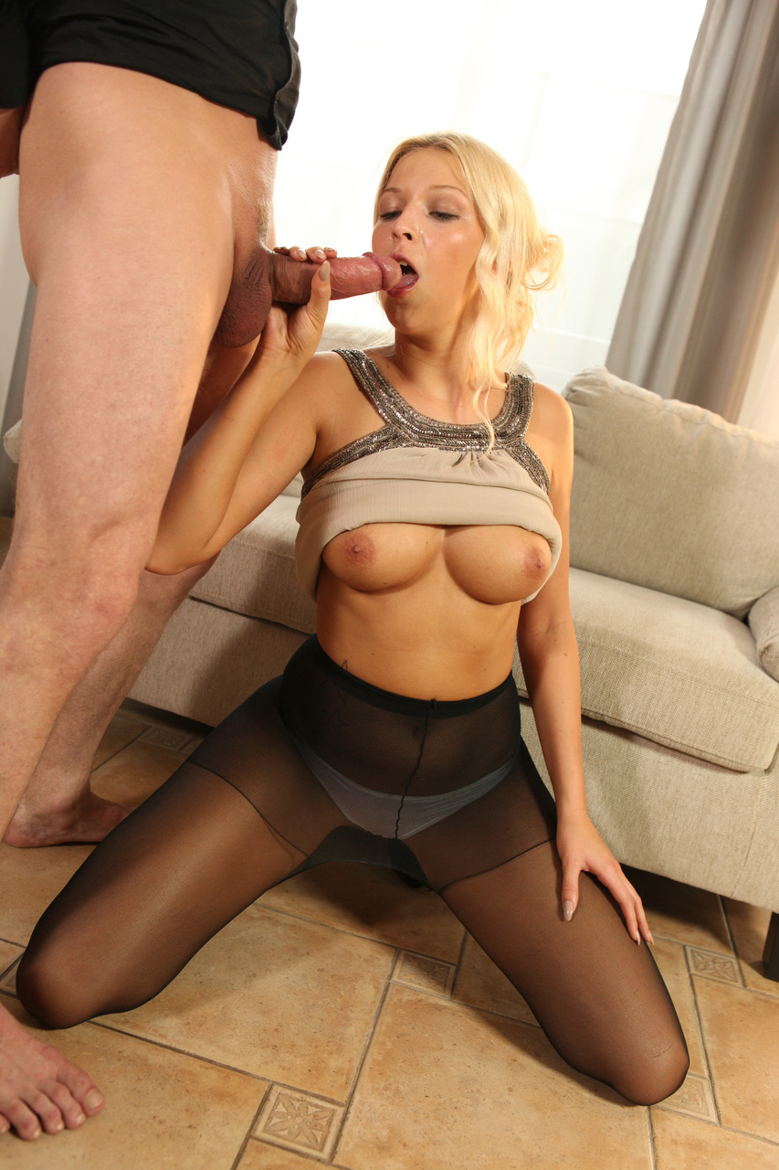 Blondes In Pantyhose
