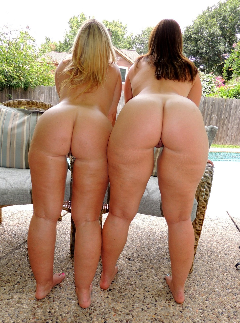 Amateur plumpers Virgo Peridot  Dee Siren bare their bald slit and big butts