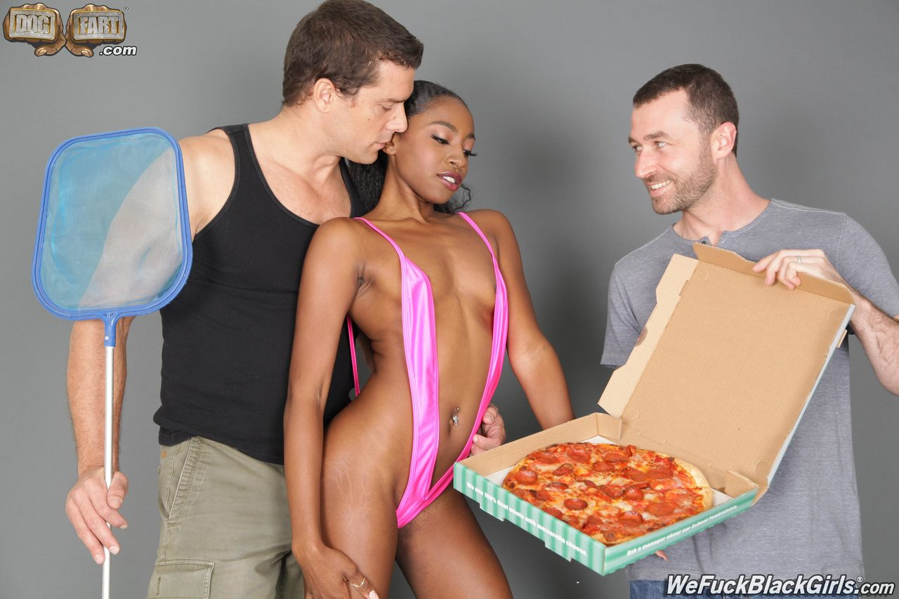 Black girl in V-swimsuit sucks off the pool cleaner and pizza guy at once