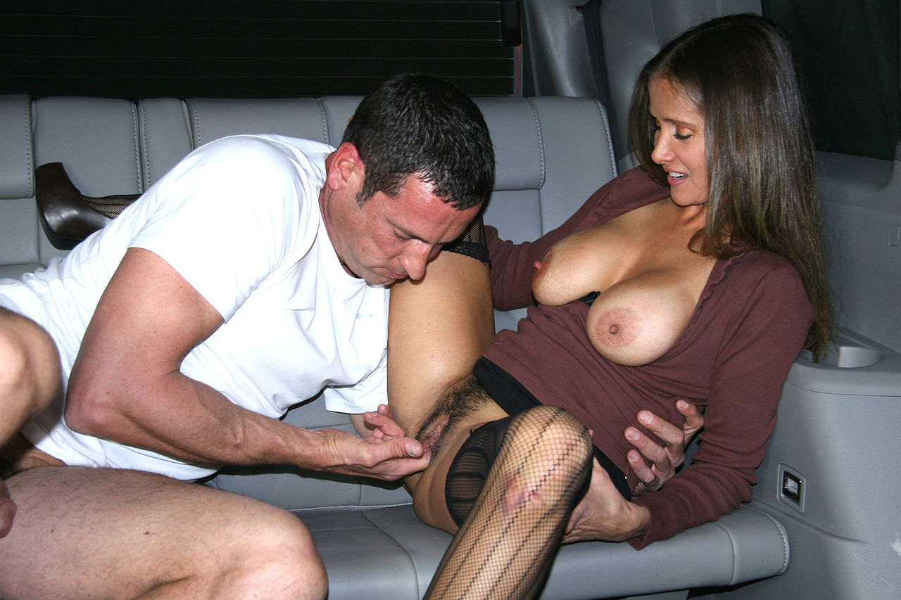 Busty Latina amateur shows her trimmed bush before sucking cock inside a car