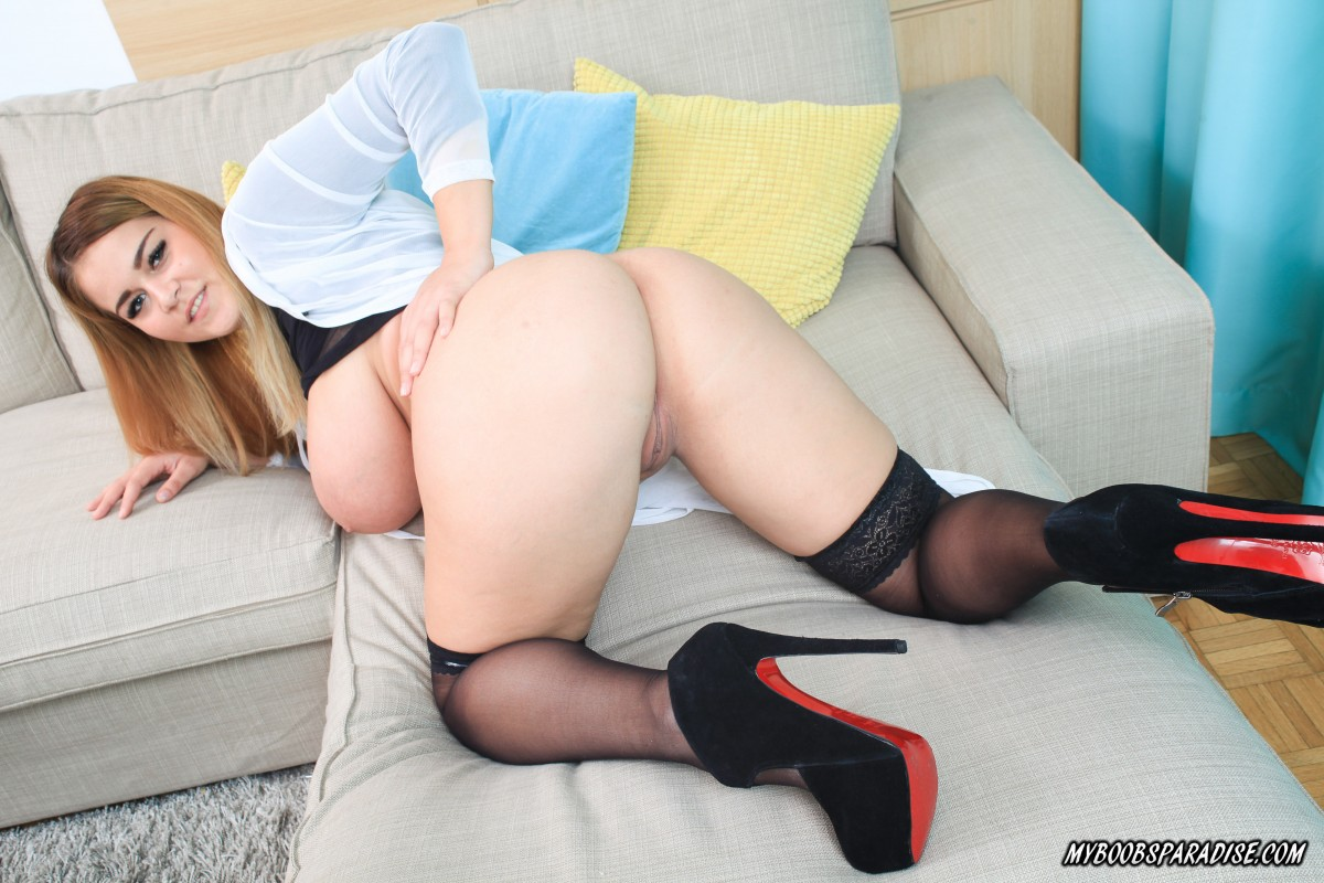 Plump teen Erin Star plays with her massive tits and nipples on a sofa