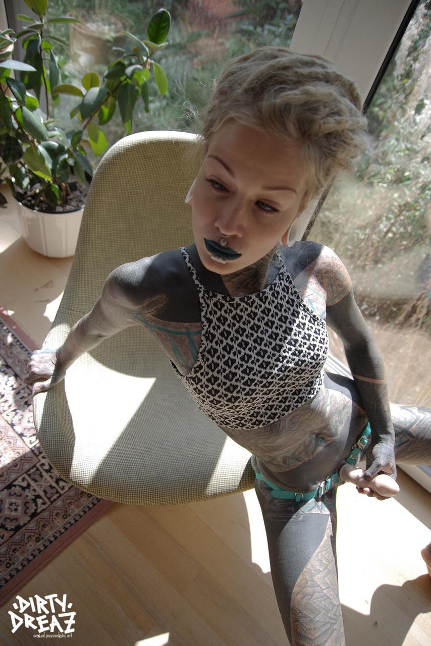 Tattooed lesbians Anuskatzz and Lily have sex with a strapon cock