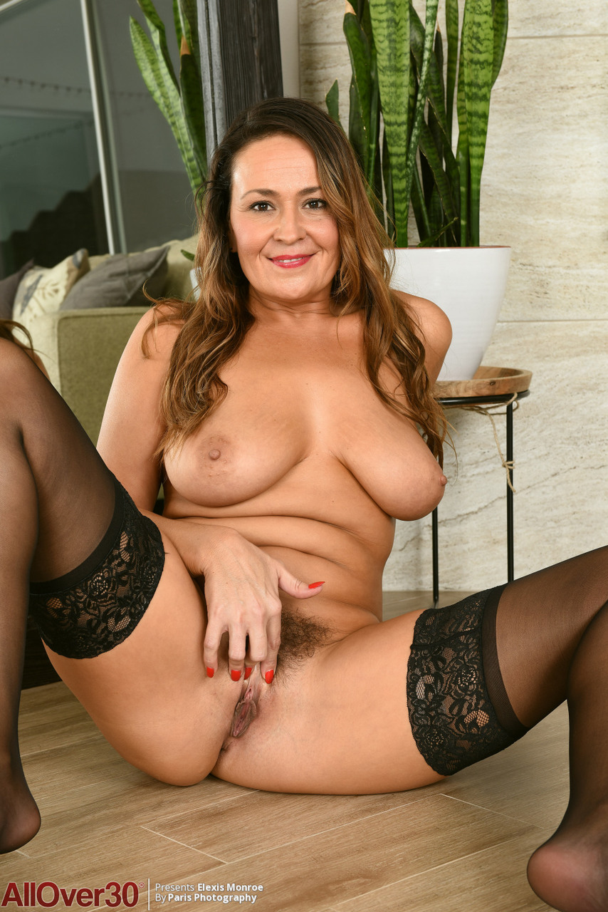 30 plus female Elexis Monroe hold her big naturals after removing hot lingerie