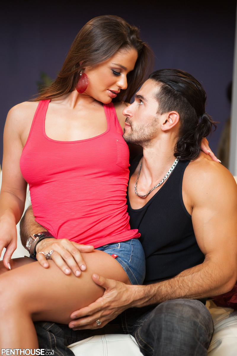 Horny chick Cathy Heaven sports a pearl necklace after seducing her guy