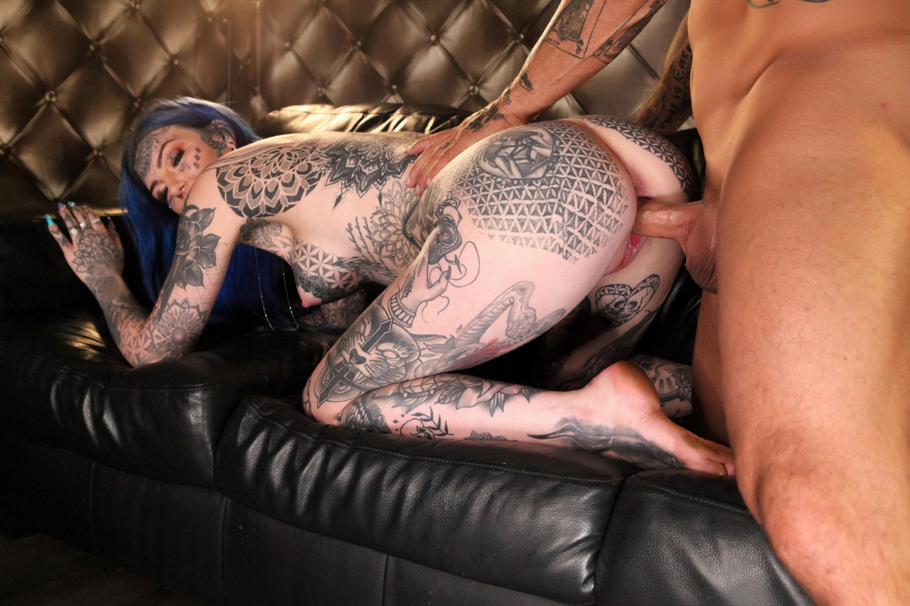 Heavily tattooed girl Amber Luke spends some time on top while having sex